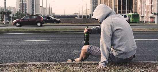 PODKARPACIE. 52-latek złamał obowiązek izolacji i poszedł kupić alkohol