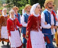 SANOK: Barwny korowód, skoczne tańce i nastrojowe piosenki. Taki był drugi dzień Święta Kultury Karpat Wschodnich (FILM, ZDJĘCIA)