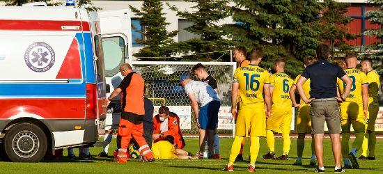Dramatyczne sceny na meczu Stali Sanok. Piłkarz upadł na murawę i stracił przytomność (ZDJĘCIA)