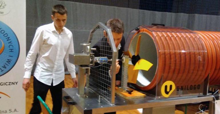 """Potwierdzenie wysokich umiejętności uczniów """"Mechanika"""" podczas Turnieju Maszyn Wiatrowych (ZDJĘCIA)"""