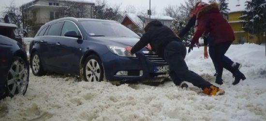 """SANOK: """"Ludzie z parkingów nie mogą wyjechać"""" (ZDJĘCIA)"""