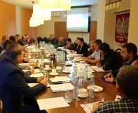 BESKO: Zatwierdzono ceny wody i ścieków na przyszły rok. Radni podsumowali remonty na drogach i w szkole podstawowej (ZDJĘCIA)