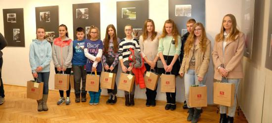 Debiutancka wystawa młodych fotografików z Zagórza (ZDJĘCIA)