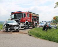 Zderzenie dwóch osobówek w Pakoszówce. Trzy osoby trafiły do szpitala (ZDJĘCIA)
