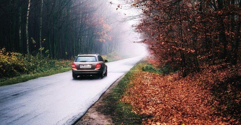 Niebezpiecznie na drogach naszego powiatu. Zmrok, mgła, ślisko