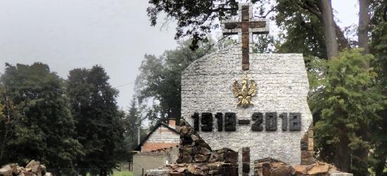 W Strachocinie odsłonięto pomnik na 100. rocznicę odzyskania przez Polskę niepodległości (FOTO)