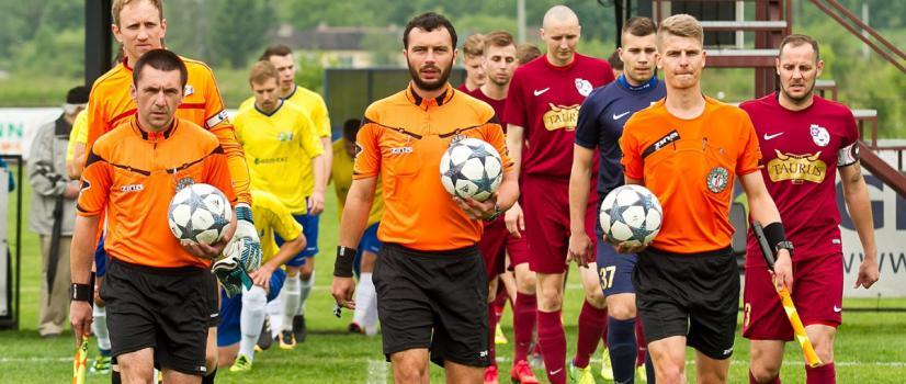 PIŁKARSKI WEEKEND: Ważny mecz Ekoball-u Stali z sąsiadem w tabeli. Wiki Sport Centrum podejmuje lidera