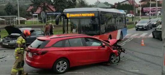 SANOK: Zderzenie samochodów na Dąbrówce. Spore utrudnienia!