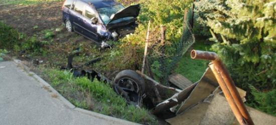 AKTUALIZACJA: Włamał się do punktu złomu. Ukradł samochód. Dachował, bo był pijany (ZDJĘCIA)