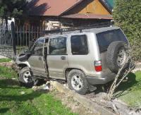 Pijany właściciel warsztatu z pijanym kolegą rozbili samochód klienta (FOTO)