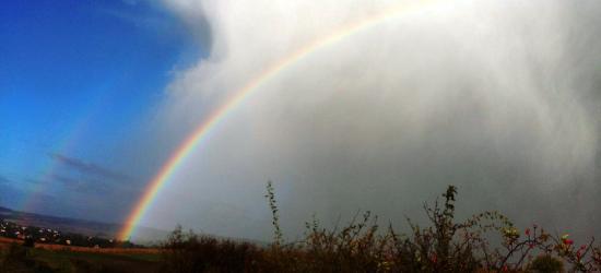 Gwałtowne wiatry, deszcze. Na finał słońce i tęcza (FOTO)