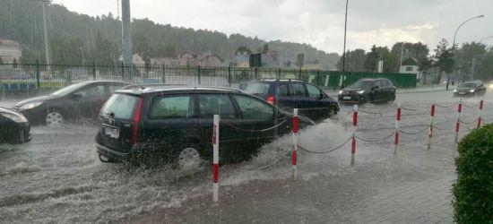 SANOK: Dwugodzinna ulewa! Ulice zamieniły się w rzeki… Dosłownie! (VIDEO, FOTO)