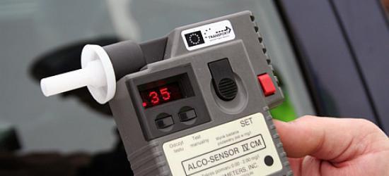 48-letni kierowca miał 2,5 promila. Wiózł równie pijanych pasażerów