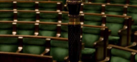 Dzisiaj pierwsze posiedzenie nowego Sejmu. W ławach zasiądzie także Piotr Uruski (FILM, NA ŻYWO)