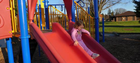 REGION: Tragiczny finał zabawy. 4-latek powiesił się na zjeżdżalni
