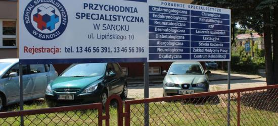 BURMISTRZ OLEJKO: Nie ma zgody na wycinkę 12 drzew. Nie będzie 60 miejsc parkingowych dla pacjentów  (ZDJĘCIA)