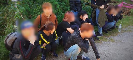 Wietnamczycy nielegalnie przekroczyli granicę w Bieszczadach. W sumie 12 osób (FOTO)