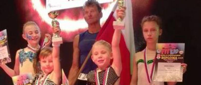 Spartańskie złotka! Mamy mistrzów świata w fitnessie gimnastycznym! (ZDJĘCIA)