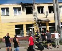 GMINA KOMAŃCZA: Pożar budynku wielorodzinnego w Rzepedzi (FILM)