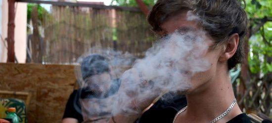 """Dwaj młodzi sanoczanie palili marihuanę w samochodzie. """"Odwiedzali kolegę"""""""