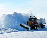 AKTUALIZACJA: Utrudnienia w ruchu drogowym w Sieniawie. Dwie pługopiaskarki utknęły w zaspie śnieżnej (ZDJĘCIA)