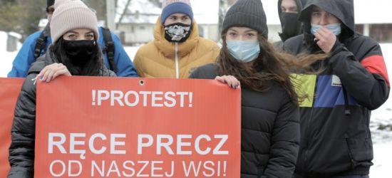 TRWAJĄ PROTESTY: Mieszkańcy wsi nie chcą do miasta (VIDEO)