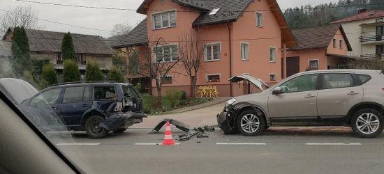 AKTUALIZACJA: Wjechała w volkswagena. Jedna osoba poszkodowana (FOTO)