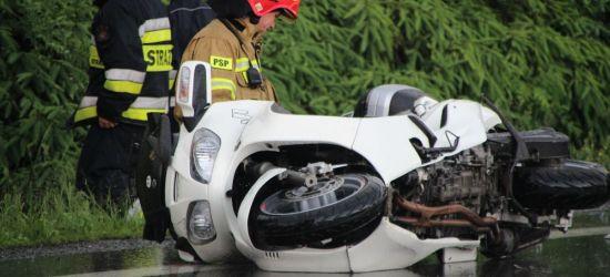 ZAHUTYŃ: Osobówka wjechała w motocykl. Kierowca w szpitalu (ZDJĘCIA)