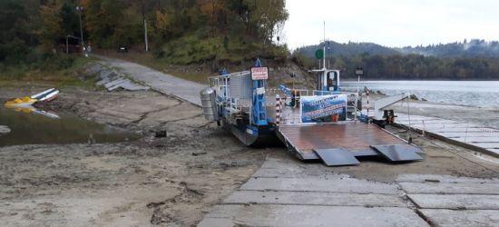 Niski stan wody w Jeziorze Solińskim (ZDJĘCIA)