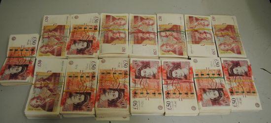 Pokaźna sumka na granicy. Funty, euro, hrywny (FOTO)