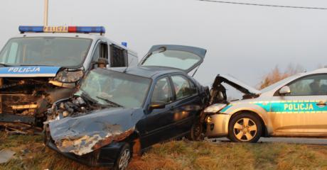 REGION: Policyjny pościg. Trzech funkcjonariuszy i jeden uciekinier ranni (ZDJĘCIA)