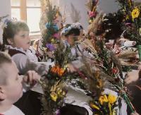 Resurrexit! Alleluja! Przedszkolaki przedstawiają wielkanocne obrzędy (FILM)