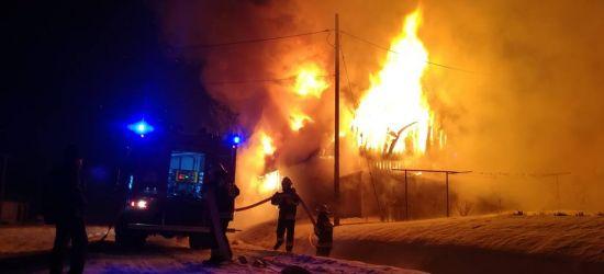 Ogromny pożar stodoły z samochodem w środku (ZDJĘCIA)