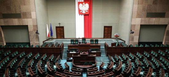 POLSKA W PIGUŁCE: PiS liderem, pozostałe ugrupowania powyżej progu w prawyborach