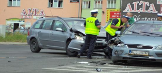 Kolejny wypadek na Dąbrówce. Pięć osób w tym dwójka dzieci w szpitalu po zderzeniu osobówek (ZDJĘCIA)