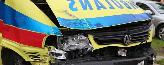 Wypadek z udziałem sanockiej karetki. Pojazd pójdzie na żyletki? (ZDJĘCIA)