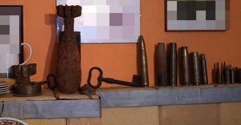 Trzymał granat i amunicję jako ozdoby na… kuchni kaflowej (ZDJĘCIA)