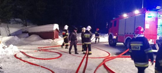 AKTUALIZACJA: Nocny pożar ośrodka wypoczynkowego. Ewakuowano 40 osób (FOTO)