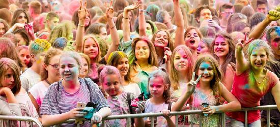 Tysiące sanoczan bawi się na święcie naszego miasta! Spektakularna eksplozja kolorów i gwiazdy na scenie! (FILM, ZDJĘCIA)
