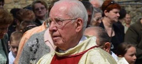 W 3. rocznicę śmierci znanego sanockiego franciszkanina. Biały krzyż ojca Andrzeja