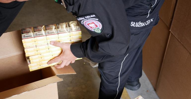 Zlikwidowano nielegalny magazyn z papierosami. Ponad 17 mln. sztuk! (FILM, ZDJĘCIA)