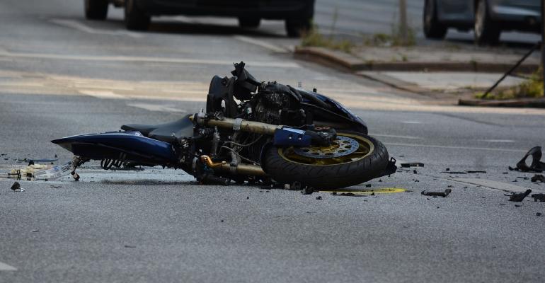 BIESZCZADY: Motocyklista wjechał pod ciężarówkę. Nie żyje