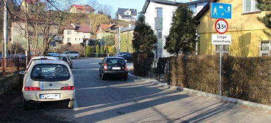 """INTERWENCJA: """"Przy przychodni trudno zaparkować, a mandaty się sypią"""" (FOTO)"""