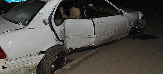 Pijany kierowca uderzył w latarnię (ZDJĘCIA)