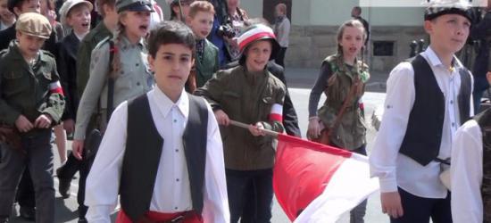 Sanok świętuje uchwalenie Konstytucji 3 Maja. Na początek młodzież (FILM, ZDJĘCIA)