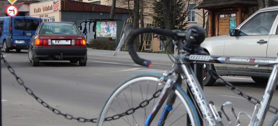 Osobówką uderzył w rowerzystę (ZDJĘCIA)