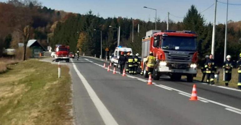 Karambol z udziałem czterech samochodów. Dwie osoby poszkodowane (FOTO)