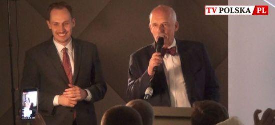 Janusz Korwin-Mikke śpiewa o KONFEDERACJI (VIDEO)