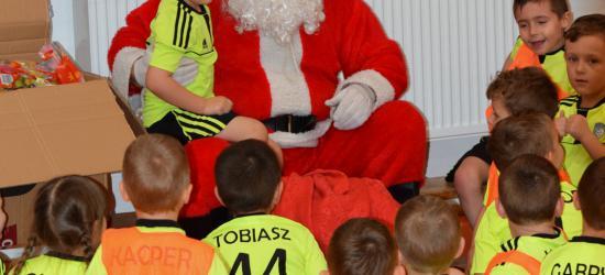 Święty Mikołaj na treningu w Akademii Piłkarskiej (ZDJĘCIA)