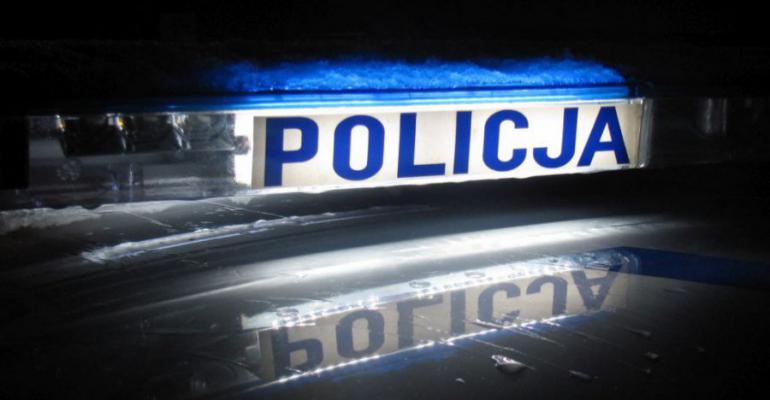 KRONIKA POLICYJNA: Włamanie do sklepu po wódkę. Rozcięcie brzucha piłą do drewna